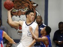 Devin Booker of Moss Point (Miss) vs. Pascagoula. (Photo Courtesy: Mike Kittrell/GulfLive.com)