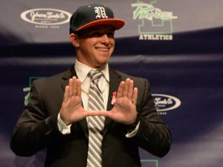 Braxton Berrios announces his college decision to attend the University of Miami next fall.