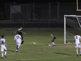Gibbons' Alex Contreras assists Chris Thorburn on goal
